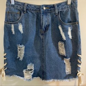 Sadie & Sage Distressed Denim Skirt Size S.